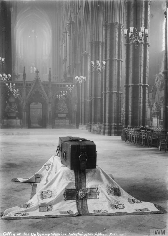 The_Unknown_Warrior_at_Westminster_Abbey,_November_1920_Q31514
